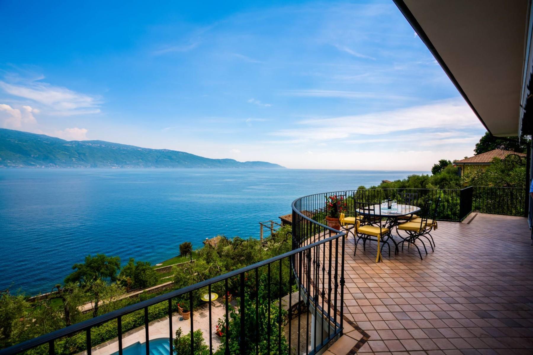 Atemberaubende moderne Villa mit exklusivem Pool und herrlichem Seeblick - 1
