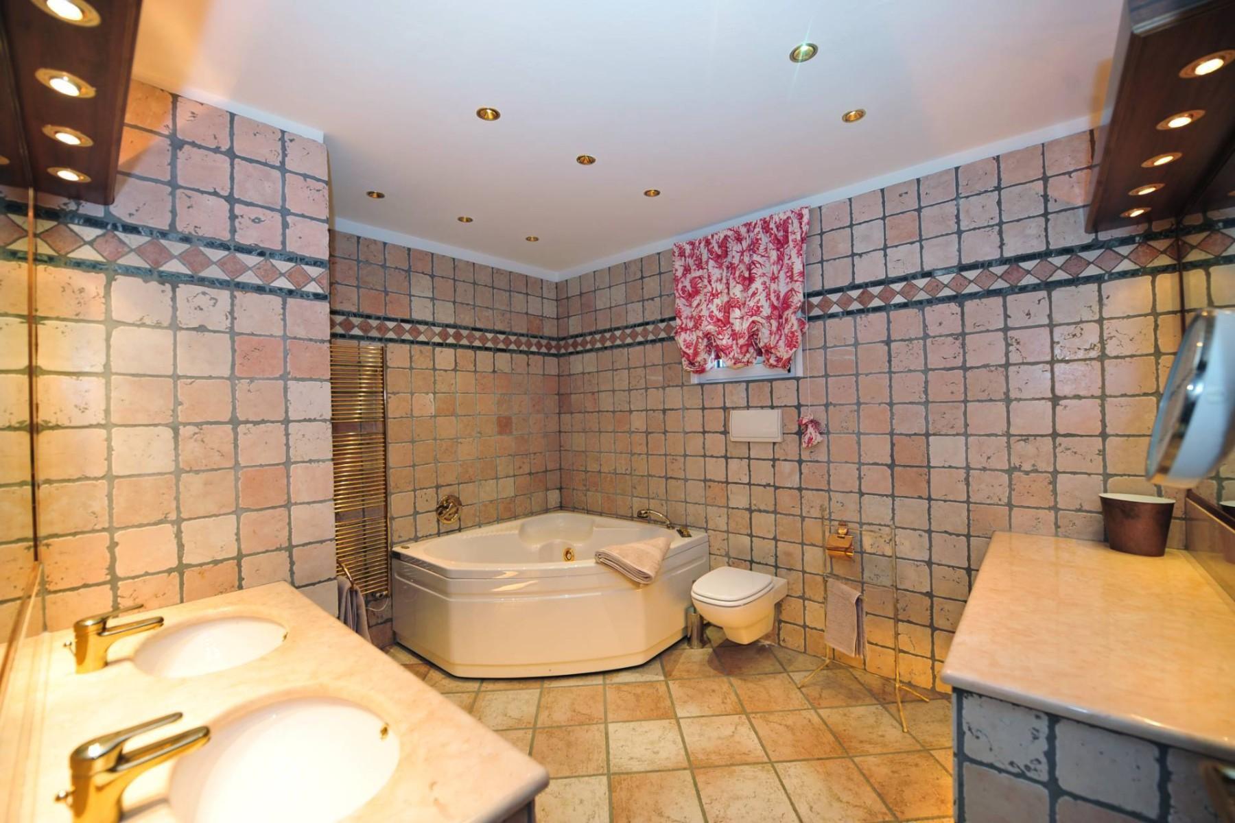 Atemberaubende moderne Villa mit exklusivem Pool und herrlichem Seeblick - 26